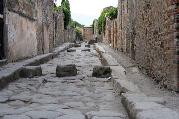 800px-Pompeii-Street