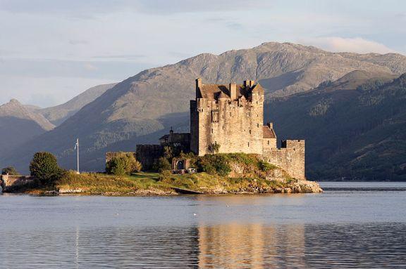 -Eilean_Donan_castle_-_95mm